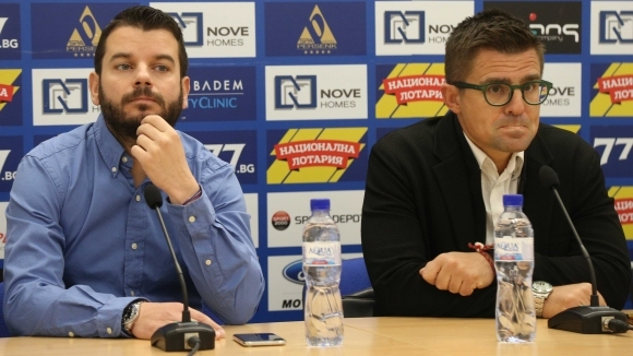 """Известни """"сини"""" фенове прекратиха делото и простиха 60 000 лв. на Левски"""