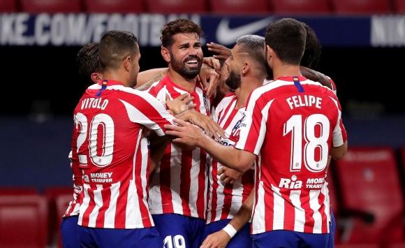 Десетима от Атлетико изтръгнаха победата срещу...