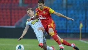 Георги Костадинов с жълт картон при домакинска загуба на Арсенал (видео)