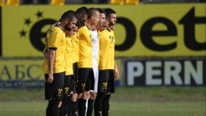 COVID-19 завладя Миньоро - 11 футболисти с положителни проби