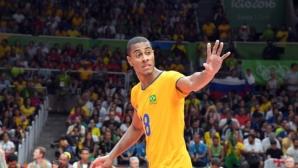Проблеми задържат Лукарели в Бразилия