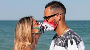 Османи Хуанторена продава маски с благотворителна цел (снимки)