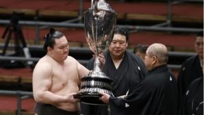 Турнирите по сумо връщат публика