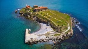 """Четирима американци със заявки за плувния маратон от острова """"Света Анастасия"""" до Бургас"""