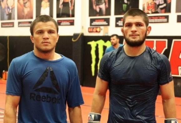 Братовчед на Хабиб ще дебютира в UFC през есента