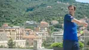 Федерер играе тенис на... покрив (видео)