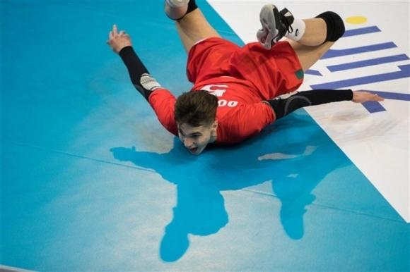 Младежки национал ще тренира с мъжете на България