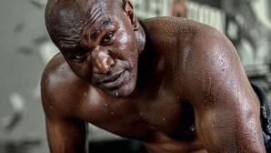 Холифилд показа още от тренировките за завръщането на ринга (снимка)