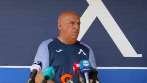 """Треньорът на """"сините"""" с остро изказване срещу най-скъпоплатения (видео)"""