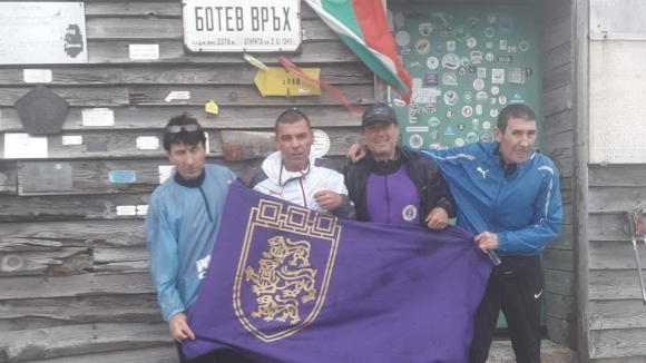 Съученици на Трифон Иванов почетоха паметта му на връх Ботев