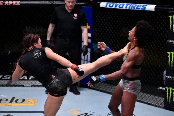 Мишел Уотърсън се справи с Анджела Хил на UFC Вегас 10 (видео)