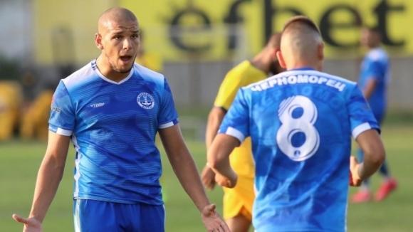 Черноморец разгроми Верея и продължава борбата за Втора лига