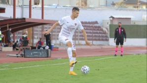 Страхил Попов триумфира срещу бившия си отбор (видео)