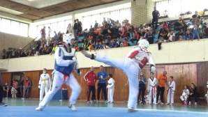 Родните таекуондисти с първи турнир в памет на д-р Валерий Найденов (видео)