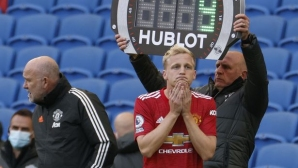 Агентът на Ван де Беек недоволства от Ман Юнайтед: Можеха да загубят със 7:1, а го пускат в 90-ата минута