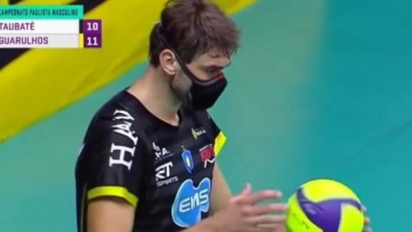 Лукас Сааткамп е единственият волейболист в света, който тренира и играе с маска (видео)