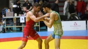 Борци от 12 клуба се състезават в Перник