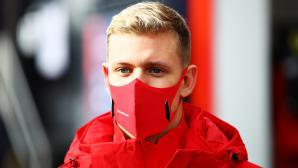 Шумахер ще трябва да почака до ГП на Абу Даби за своя дебют