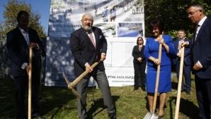 Кралев и Цвета Караянчева направиха първа копка на многофункционална спортна зала в Кърджали