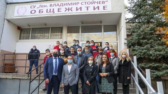 Зам.-министър Андонов откри обновената сграда на...