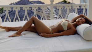 Никол изпрати лятото със секси снмки по бански