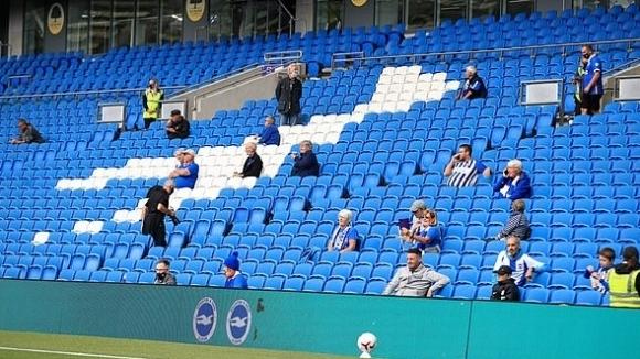 Има изненадващ план част от феновете в Англия да се върнат по стадионите още преди Коледа