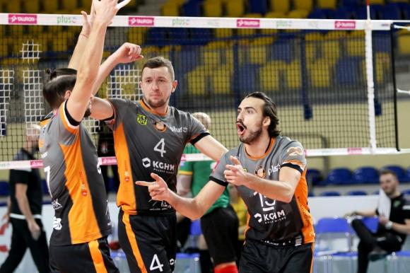 Николай Пенчев с 15 точки за победа №2 на Любин (снимки)