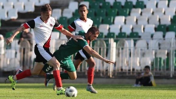 Локо (Мездра) взе битката за Враца с 10 футболисти