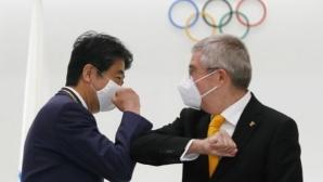 Томас Бах награди бившия японски премиер Шиндзо Абе