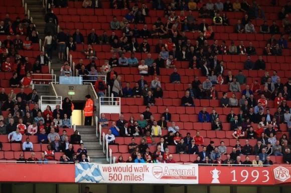Радост за феновете в Англия: отварят частично...