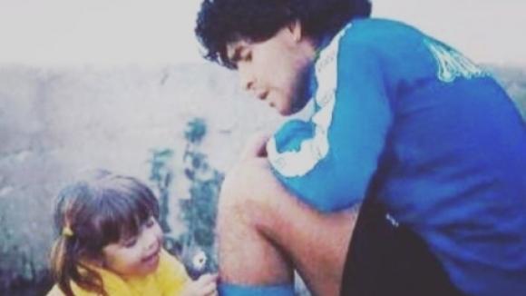 Децата на Марадона се сбогуваха с баща си чрез...