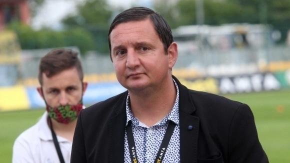 Караславов: От месеци няма кой да подпише молбата ми...
