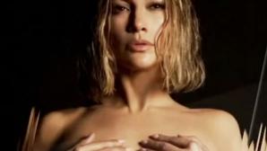 Дженифър Лопес изглежда божествено чисто гола на 51 (видео)