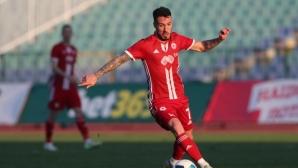 Бивш футболист на ЦСКА-София напира да се връща в клуба, Акрапович не го иска