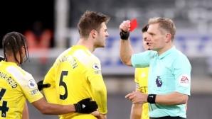 Отмениха червен картон на защитник на Фулъм