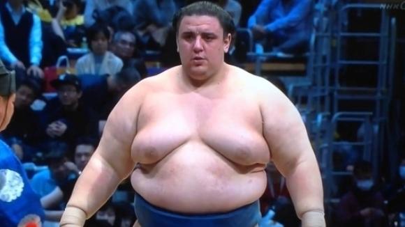 Аоияма стартира със загуба Новогодишния турнир по сумо в Токио