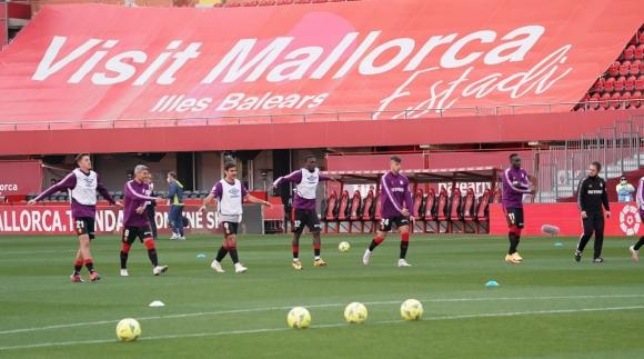 Испански клуб уволни двама играчи заради неспазване на COVID-19 мерките