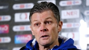 Мениджърът на Шрюсбъри е в болница  и няма да води отбора срещу Саутхамптън