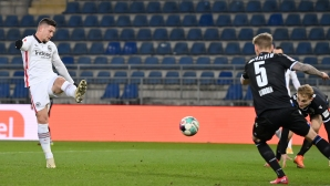 Йович пак вкара, а Айнтрахт измести Дортмунд от топ 6 (видео)