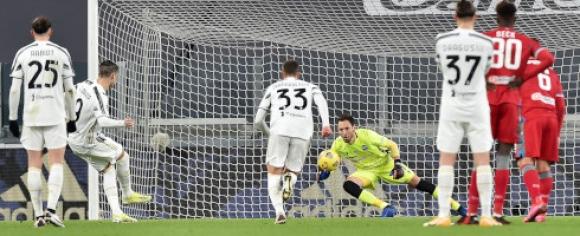 Ювентус громи по пътя към полуфиналите за Купата на Италия (видео)