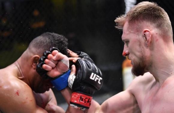 Александър Волков окървави Овърийм на UFC Fight Night 184 (видео)