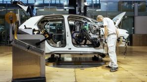 """Уникалният """"Стъклен завод"""" на Volkswagen започна производство на електрическия ID.3"""