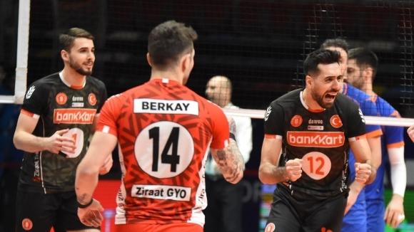 Феноменален Мартин Атанасов заби 30 точки! Зиратбанк с 22-а победа в Турция (видео + снимки)