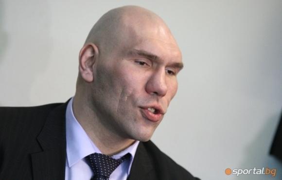 Валуев очаква втора победа на Поветкин над Уайт