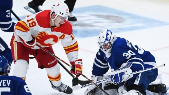 Лидерът в НХЛ Торонто допусна домакинска загуба от Калгари