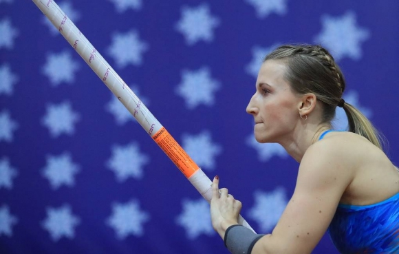Сидорова отново оглави световната ранглиста за сезона с 4.90 м