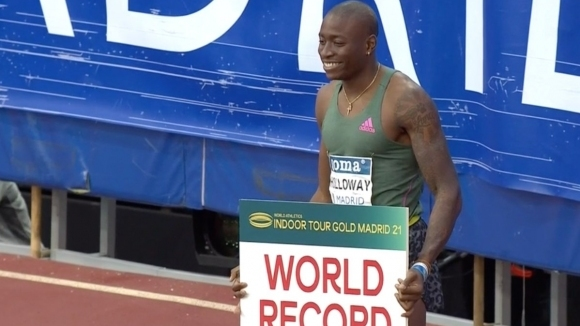 Холоуей подобри 27-годишния световен рекорд на 60 метра с препяствия