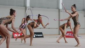 Момичетата от ансамбъла продават медалите си за лечението на украинска гимнастичка