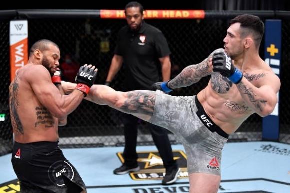 Александър Ракич победи Тиаго Сантос на UFC 259 (видео)