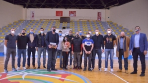 Странна среща за баскетболните национали